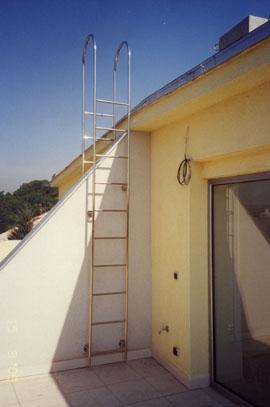 Žebřík na plochou střechu
