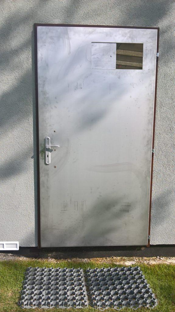 Nerezové zateplené dveře určené k lakování