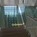 Skleněná podesta pro schodiště