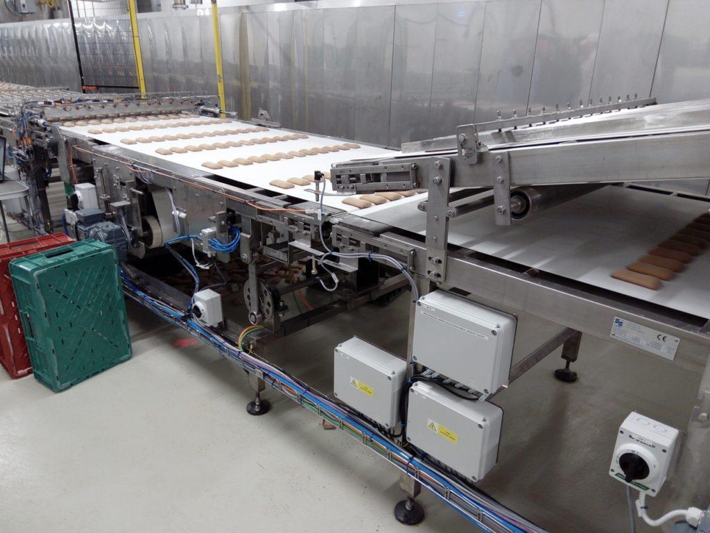 Dopravníkový systém pro automatizaci sendvičování perníků