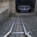 Konstrukce pro navádění automobilu do garáže