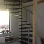 Točité schodiště (nerez + buk)